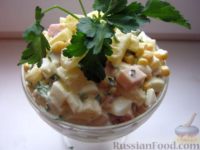 Салат из ветчины кукурузы и ананаса