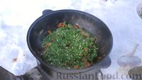 Фото приготовления рецепта: Азу по-татарски, с солёными огурцами - шаг №13