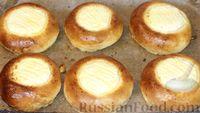 Фото к рецепту: Румяные ватрушки с творогом