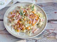 Фото к рецепту: Салат из молодой капусты с ветчиной и кукурузой