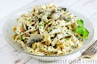 Фото к рецепту: Салат с курицей, грибами и яичными блинчиками