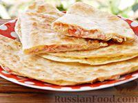 Фото к рецепту: Лаваш с начинкой из колбасы,  помидора и сыра
