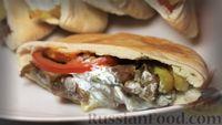 Фото к рецепту: Греческий гирос с соусом дзадзики (цацики)