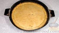 Фото приготовления рецепта: Пирог из песочного теста с джемом, орехами и шоколадной глазурью - шаг №15
