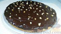 Фото приготовления рецепта: Пирог из песочного теста с джемом, орехами и шоколадной глазурью - шаг №17