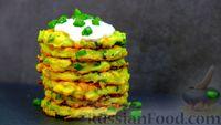 Фото к рецепту: Кабачковые оладьи с зеленым луком и сметанно-чесночным соусом