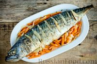Фото к рецепту: Скумбрия, запечённая с овощами, в пакете
