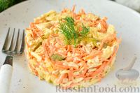 Фото к рецепту: Салат с курицей, морковью по-корейски и маринованными огурцами