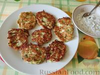 Фото к рецепту: Котлеты из кабачков с брынзой или творогом