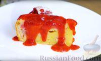 Фото приготовления рецепта: Сочный пирог с клубникой - шаг №13