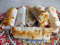 Фото к рецепту: Хот-дог в лаваше с домашними сосисками