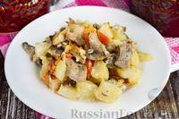 Фото к рецепту: Мясо с картошкой, грибами и сладким перцем (в горшочке)