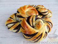 Фото к рецепту: Дрожжевые булочки с шоколадом