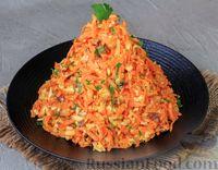 Фото к рецепту: Салат из моркови с сыром, орехами и чесноком