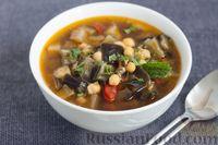 Фото к рецепту: Томатный суп с баклажанами и нутом