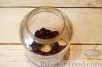 Фото приготовления рецепта: Компот из черешни и клубники  без стерилизации (на зиму) - шаг №3