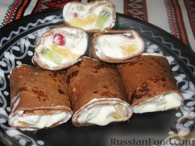 Рецепт Шоколадные блины со взбитыми сливками и фруктами