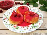 Фото к рецепту: Сырники с вишневым соусом