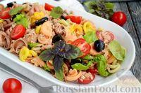 Фото к рецепту: Салат с макаронами, тунцом, помидорами и маслинами