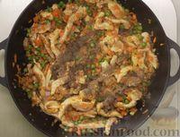 Фото приготовления рецепта: Рис по-тайски, с курицей, овощами и жареным яйцом - шаг №12