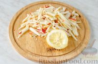 Фото приготовления рецепта: Овощной салат с яблоком, брынзой и маслинами - шаг №6