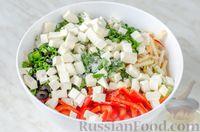 Фото приготовления рецепта: Овощной салат с яблоком, брынзой и маслинами - шаг №11