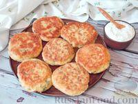 Фото к рецепту: Котлеты из кабачков с соусом дзадзики
