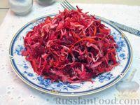Фото к рецепту: Салат из капусты со свёклой и морковью