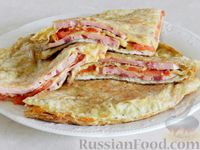 Фото к рецепту: Ленивый пирог из лаваша с сыром и колбасой (на сковороде)