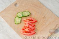 Фото приготовления рецепта: Бутерброд с омлетом, овощами и копчёной грудинкой - шаг №9