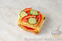 Фото приготовления рецепта: Бутерброд с омлетом, овощами и копчёной грудинкой - шаг №12