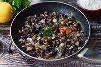 Фото приготовления рецепта: Грибной суп с курицей и молоком - шаг №5