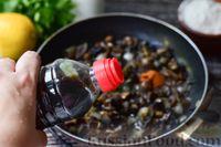 Фото приготовления рецепта: Грибной суп с курицей и молоком - шаг №6