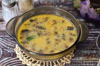Фото приготовления рецепта: Грибной суп с курицей и молоком - шаг №16