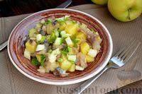 Фото к рецепту: Картофельный салат с копчёной скумбрией, яблоком и огурцом