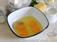 Фото приготовления рецепта: Омлет с манной крупой и сыром - шаг №2