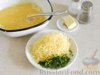 Фото приготовления рецепта: Омлет с манной крупой и сыром - шаг №7