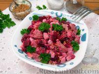 Фото к рецепту: Свекольный салат со свининой и яйцами