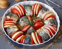 Фото к рецепту: Скумбрия, запечённая с помидорами и луком