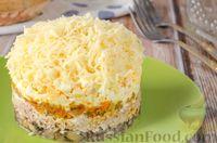 Фото к рецепту: Слоёный салат с тунцом и грибами