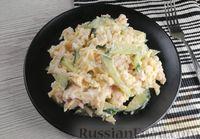 Фото к рецепту: Салат с жареной курицей, огурцом и сыром