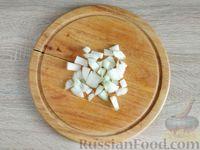Фото приготовления рецепта: Салат с курицей, грибами и черносливом - шаг №5