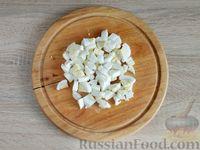 Фото приготовления рецепта: Салат с курицей, грибами и черносливом - шаг №11