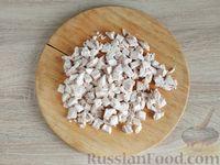 Фото приготовления рецепта: Салат с курицей, грибами и черносливом - шаг №12