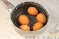 Фото приготовления рецепта: Новогодний салат с крабовыми палочками, ветчиной и сыром - шаг №2
