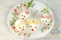 Фото приготовления рецепта: Новогодний салат с крабовыми палочками, ветчиной и сыром - шаг №14