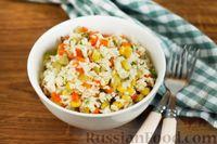 Фото к рецепту: Салат с рисом, маринованными огурцами и кукурузой