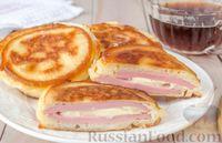 Фото приготовления рецепта: Оладьи с колбасой и сыром - шаг №13