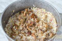 "Фото приготовления рецепта: Каша ""Дружба"" из риса, гречки и пшена, с лесными грибами - шаг №9"