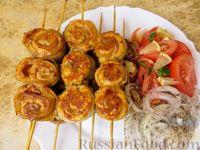 Фото к рецепту: Шашлычки-рулетики из курицы и бекона (на сковороде)